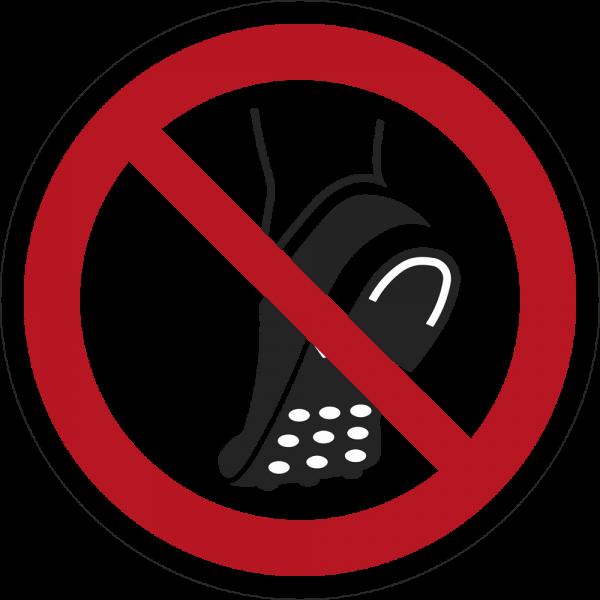 Metallbeschlagenes Schuhwerk verboten ISO 7010-P035